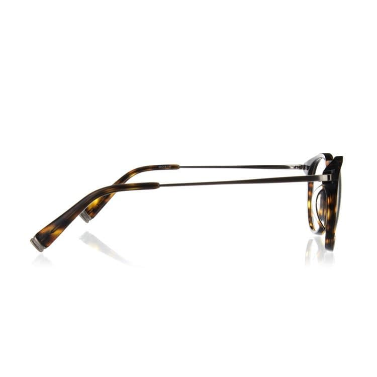 photo of glasses taken from the sides