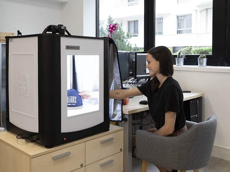 a photo studio in an office to directly posts the photos online