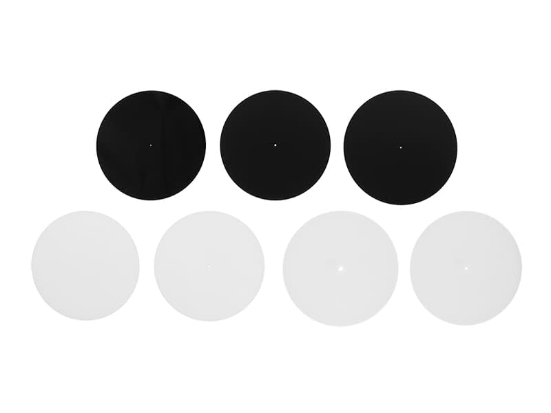 3 black plates and 4 white plates