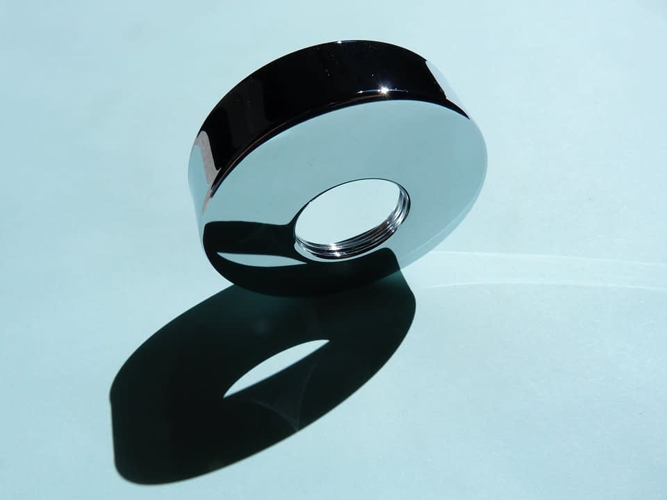 still photography of a reflective product for more interactivity