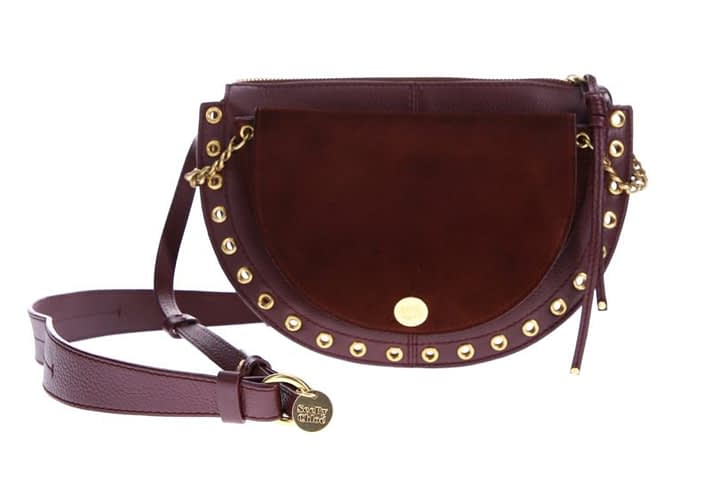 photo of a leather bag without hyperfocus